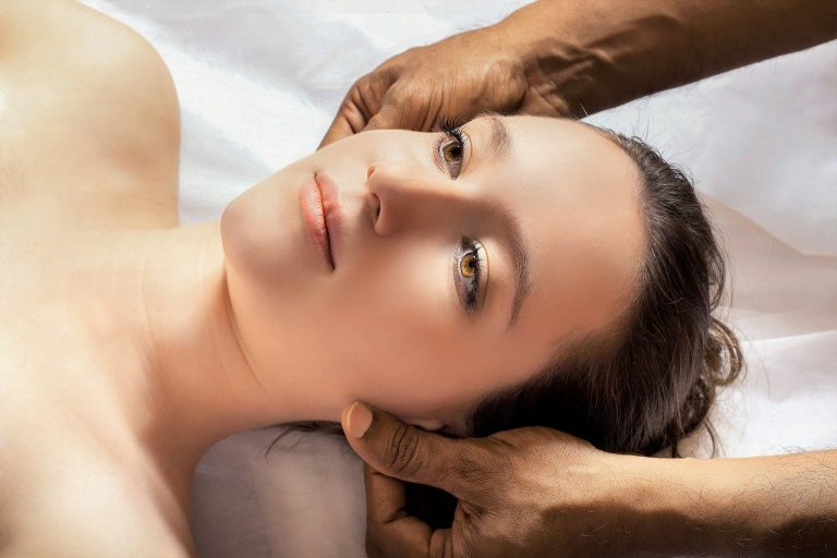 head-massage-3530560_1280