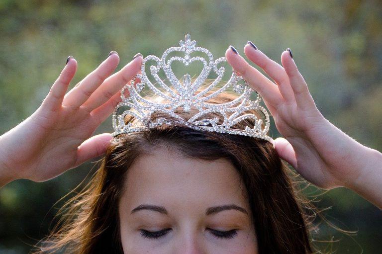queen-2941437_1280